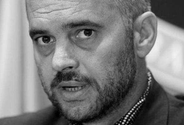 Fadil Lepaja:Edi Rama, sanço panço dhe portalet Edi-rama-bw